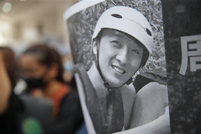 Manifestantes de HK culpan a policía de muerte de estudiante