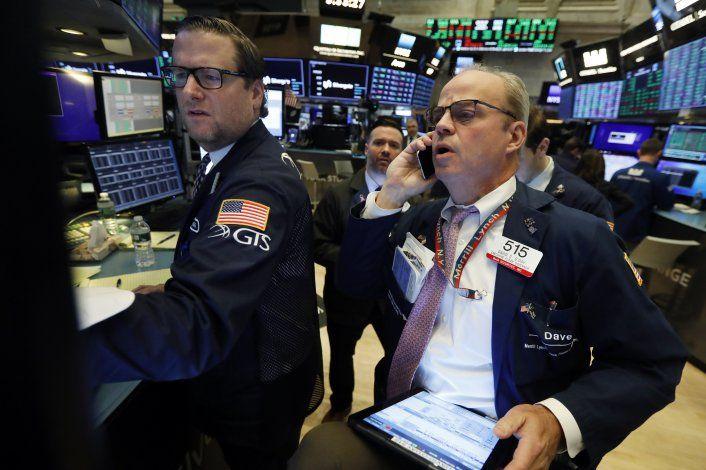 Wall Street cierra con leves alzas