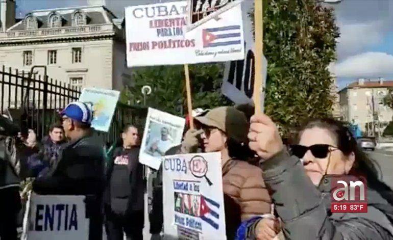 Protesta de exiliados ante embajada de Cuba en Washington exige liberación de José Daniel Ferrer