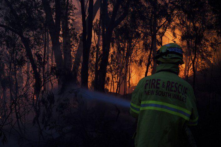 Incendios en Australia dejan un muerto y decenas de heridos