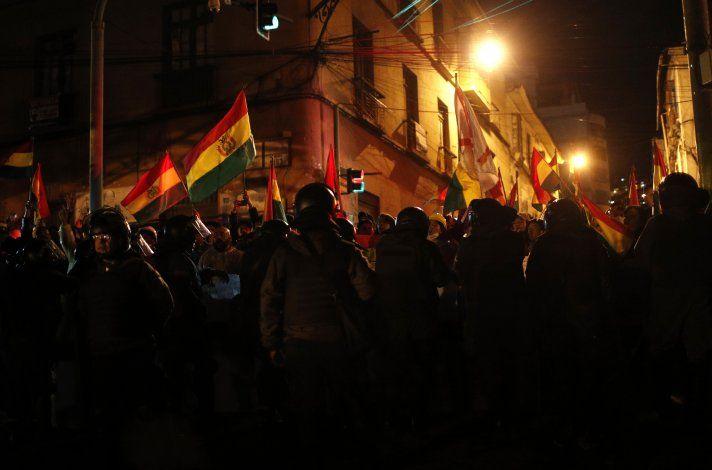 Policía abandona custodia de casa de gobierno en Bolivia