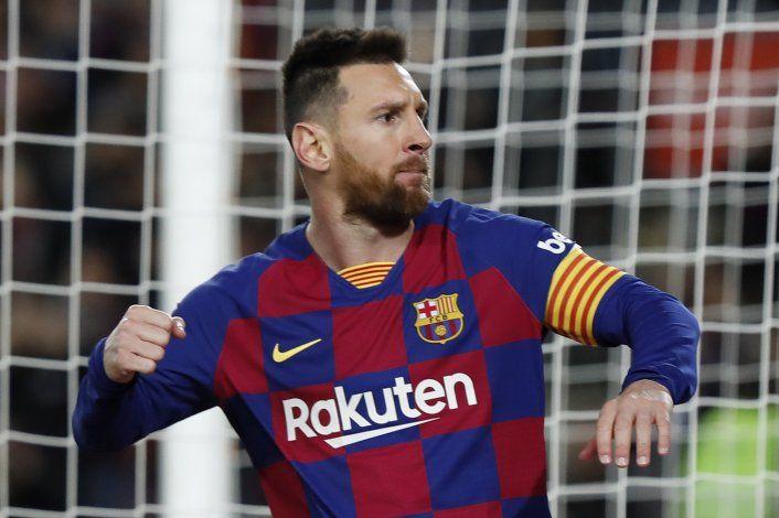 Con triplete de Messi, Barça golea y sigue en la cima