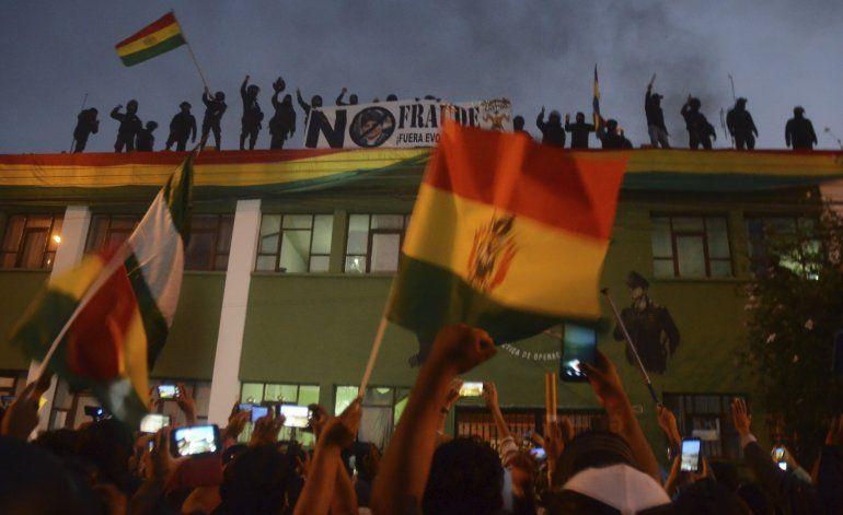 Morales llama a diálogo para calmar convulsión en Bolivia