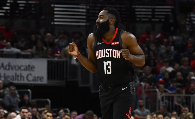 Harden logra 42 puntos; Rockets aplastan a Bulls