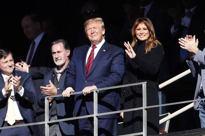 Trump, vitoreado en el sur durante partido colegial