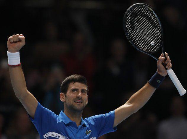 Thiem vence a Federer en Finales de la ATP; Djokovic gana