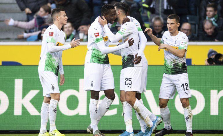 Gladbach gana y extiende ventaja en la cima de la Bundesliga