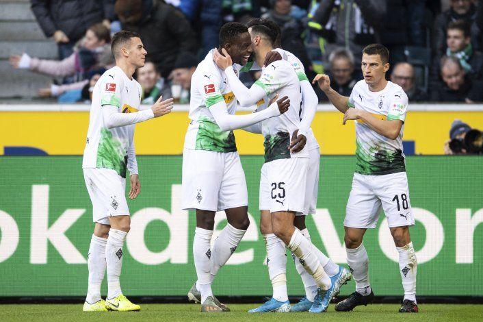 Freiburgo vence a Fráncfort en duelo que termina con gresca