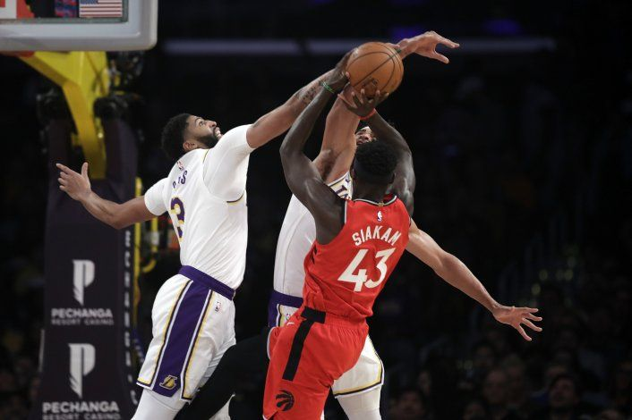 Raptors derrotan a Lakers, cortan su racha de 7 victorias