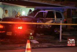 tres adolescentes involucrados en un accidente en hialeah. una muchacha de 18 anos y un hombre de 50 estan en estado grave