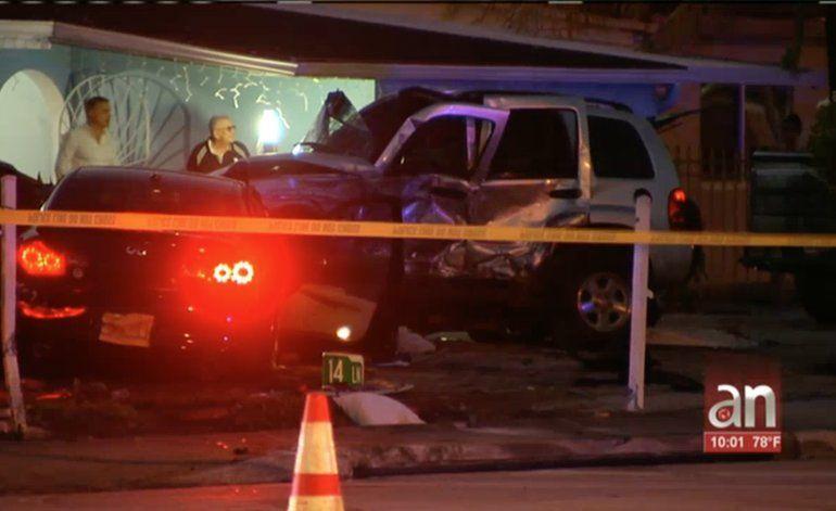 Tres adolescentes involucrados en un accidente en Hialeah. Una muchacha de 18 años y un hombre de 50 están en estado grave