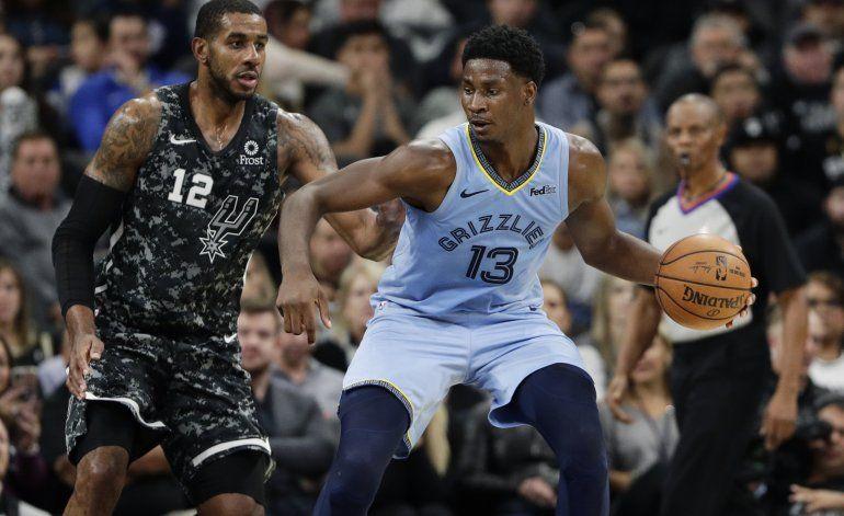 Jackson y Grizzlies superan a Spurs por 113-109