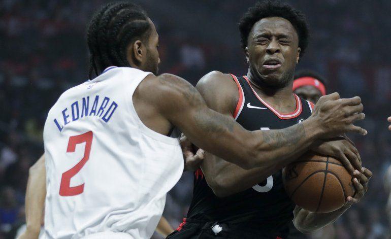 Leonard guía a Clippers en 1er choque contra su exequipo
