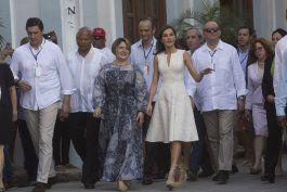 critican el vestido invernal de la primera dama de cuba