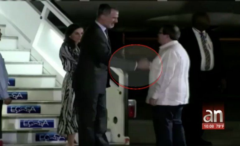 ¿Hubo un mensaje oculto de la masonería en el saludo entre Bruno Rodríguez y el Rey Felipe?