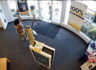 tres jovenes roban una tienda sprint en miami shores