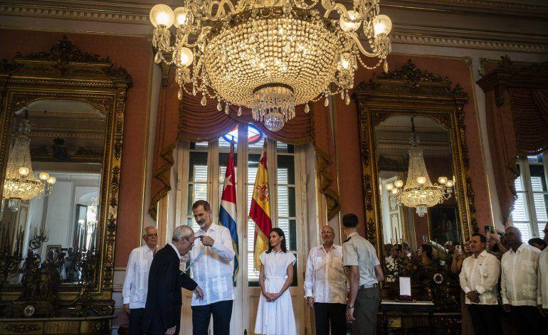 El rey de España se reunió sorpresivamente con el dictador Raúl Castro en su último día de visita a Cuba