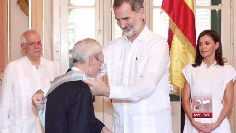 Los Reyes de España imponen la Gran Cruz de la Orden de Carlos III a Eusebio Leal