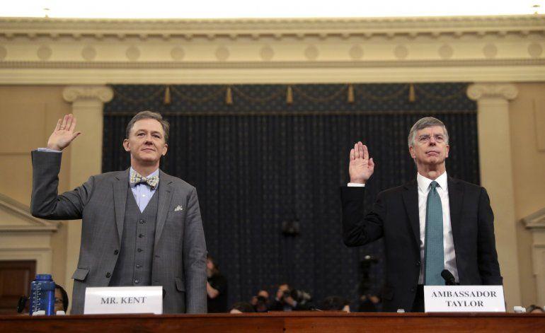 Diplomáticos acusan a Trump en juicio político televisado