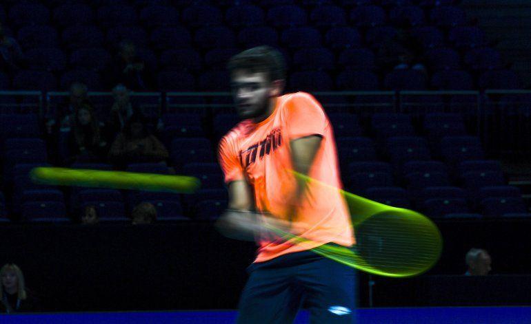 Federer desarma a Djokovic y avanza a semis de Copa Masters