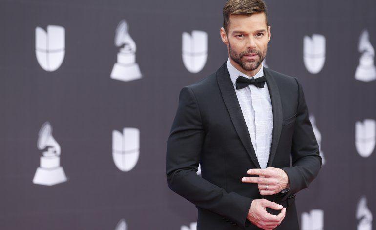 Protestas y moda en la alfombra de los Latin Grammy