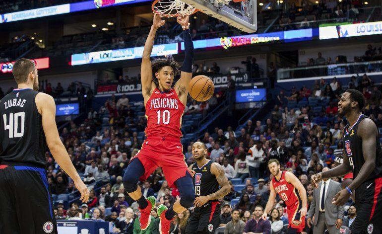 Pelicans sorprenden a Clippers con 36 puntos de Holiday
