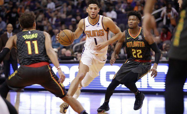 Oubre Jr. anota 30 puntos y Suns doblegan a Hawks
