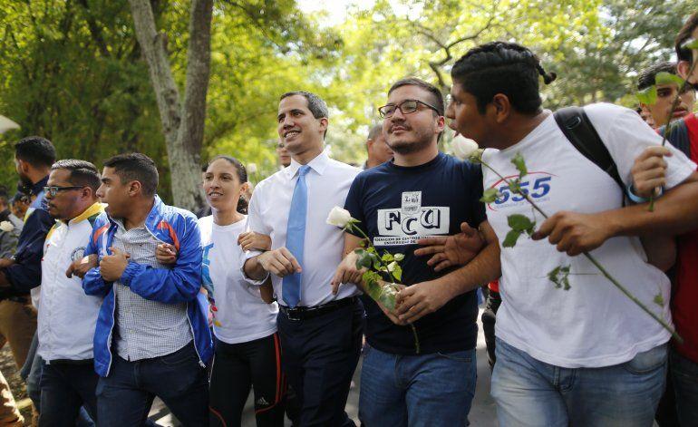 Guaidó pide a los venezolanos que regresen a las calles