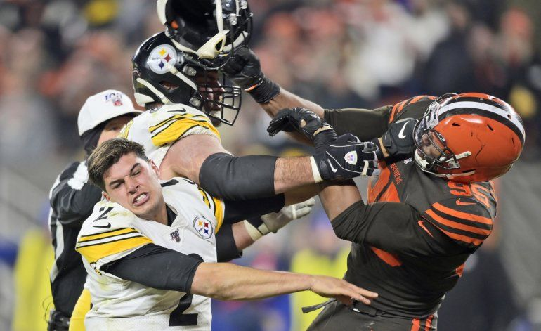 NFL suspende a Garrett por el resto de la temporada