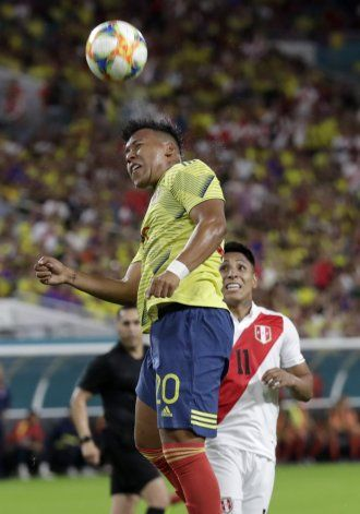 Con agónico gol de Morelos, Colombia gana 1-0 a Perú