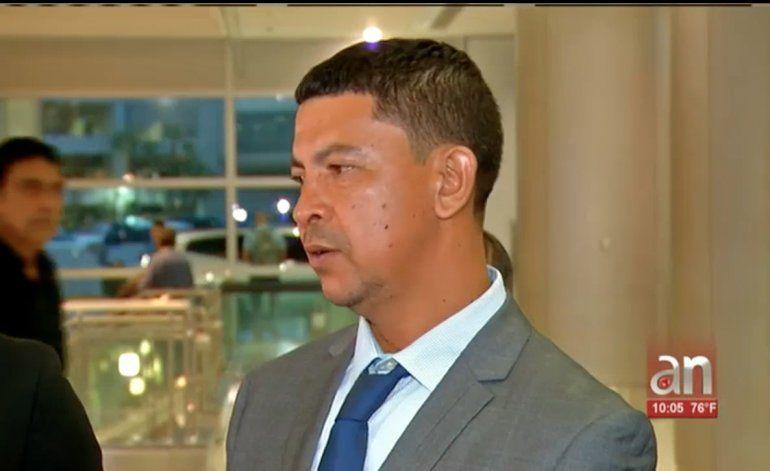 Llega a Miami el padre de joven que murió ahogado tras salvar a una familia