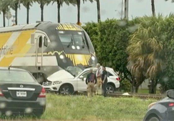 Muere mujer al chocar contra el tren Brightline en Aventura