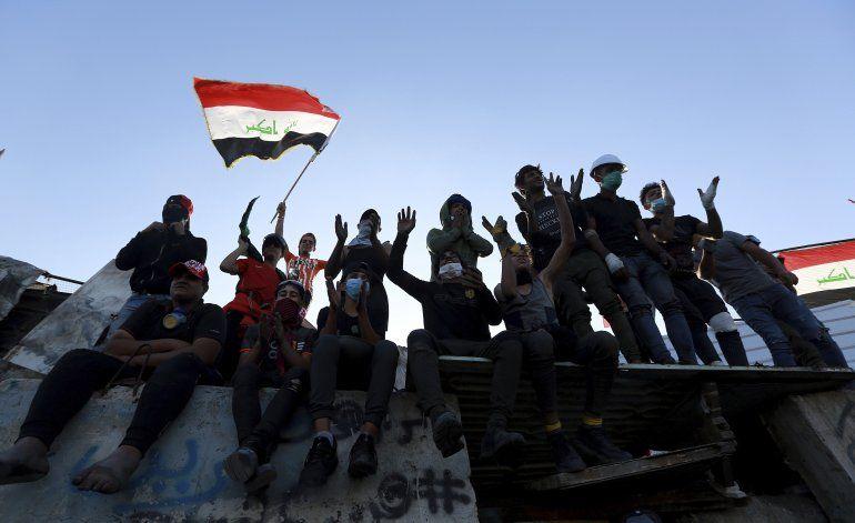 Manifestantes iraquíes toman plaza estratégica en Bagdad