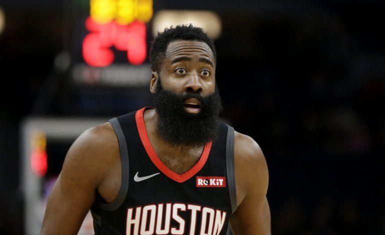 Harden anota 49, Rockets superan 125-105 a Twolves