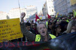 francia: los chalecos amarillo protestan en aniversario