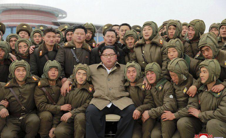 Kim Jong Un presencia maniobras de fuerzas norcoreanas