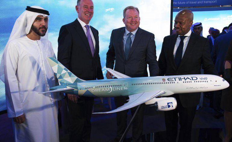 Emirates anuncia pedido a Airbus de 16.000 millones dólares
