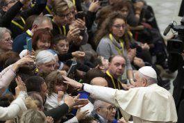 el vaticano releva al jefe de control financiero tras redada