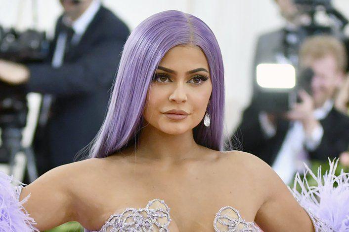 Kylie Jenner vende parte de su imperio a dueña de CoverGirl