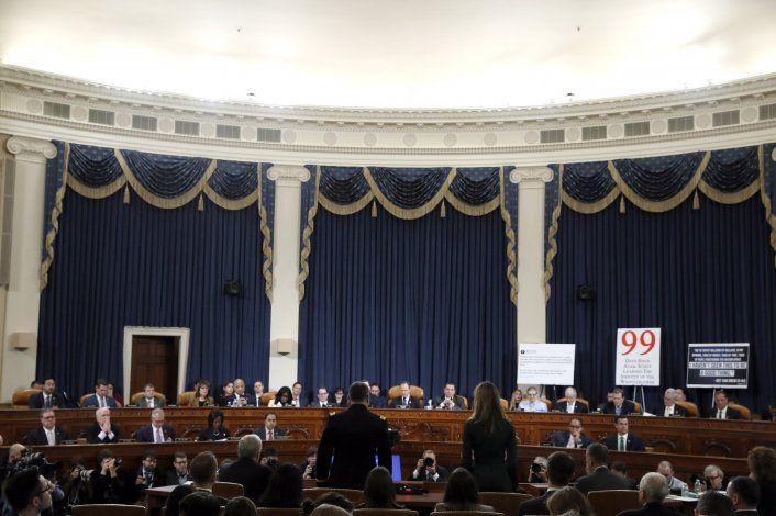 Republicanos intentan poner en duda lealtad de testigo