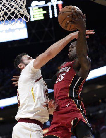 Robinson impone récord y Heat arrolla a Cavs