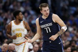 con 35 puntos de doncic, mavs trituran a warriors