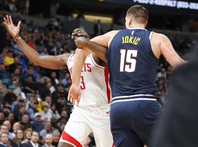 Jokic y Nuggets superan a Harden y Rockets
