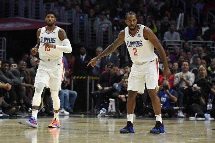 Clippers ganan a Celtics 107-104 con Leonard y George