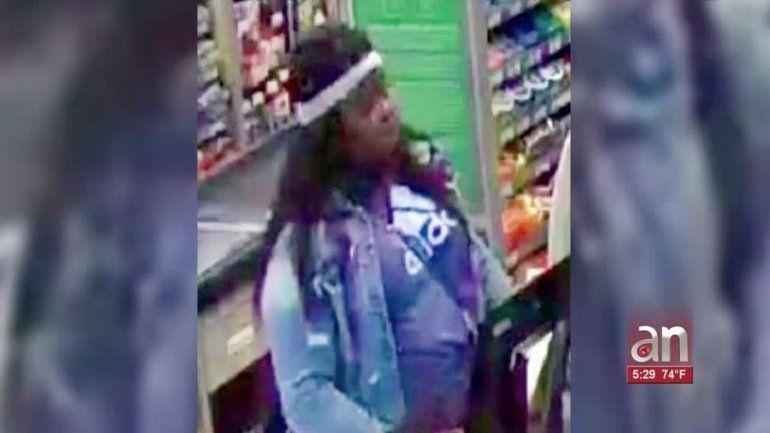 Mujer se va de compras con la tarjeta de crédito que le robó a una anciana de 85 años