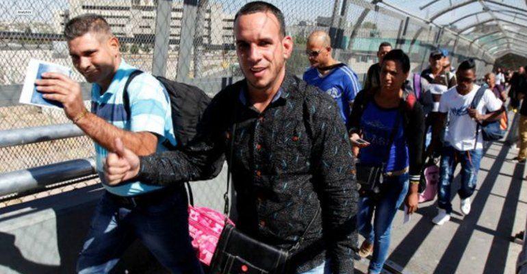 Decisión de jueza federal da esperanza a miles de cubanos en la frontera