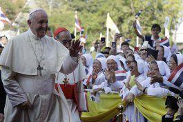papa atiende a jerarquia eclesiastica tailandesa y a jovenes