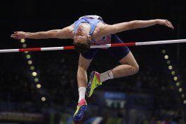 campeona de salto fustiga a lideres del atletismo ruso