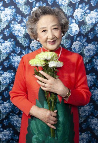Ya una estrella en China, actriz de 75 alcanza fama en EEUU