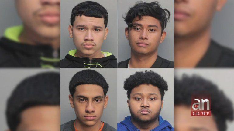 4 jóvenes fueron arrestados después de robar carros en Westchester